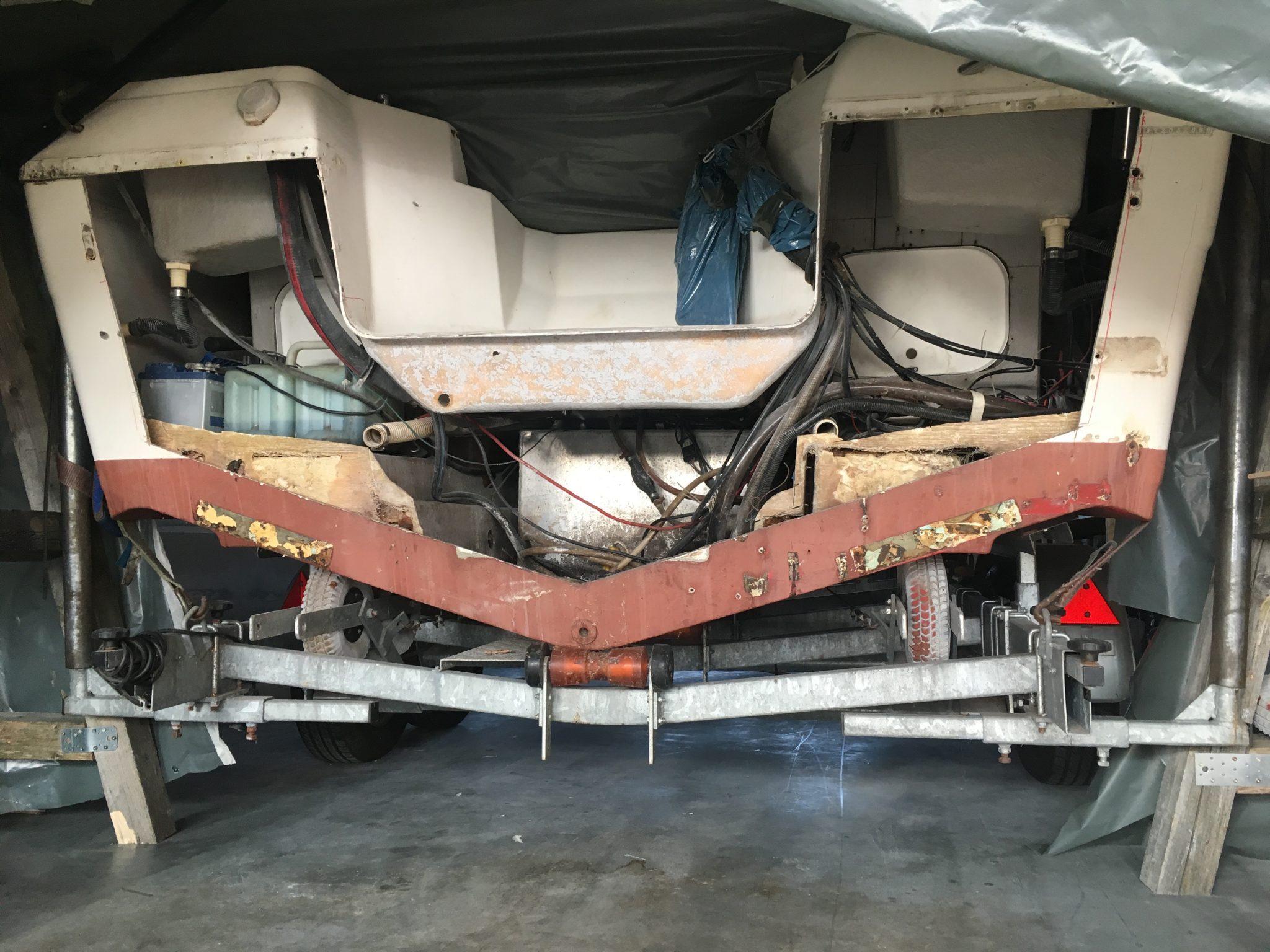 Motorboot Spiegelplatte erneuern